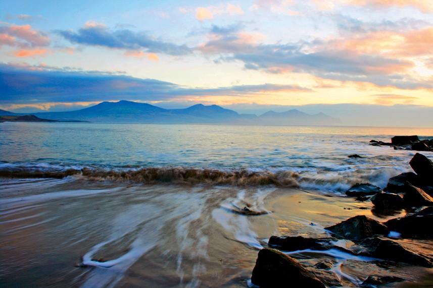 Dinas Dinelle beaches
